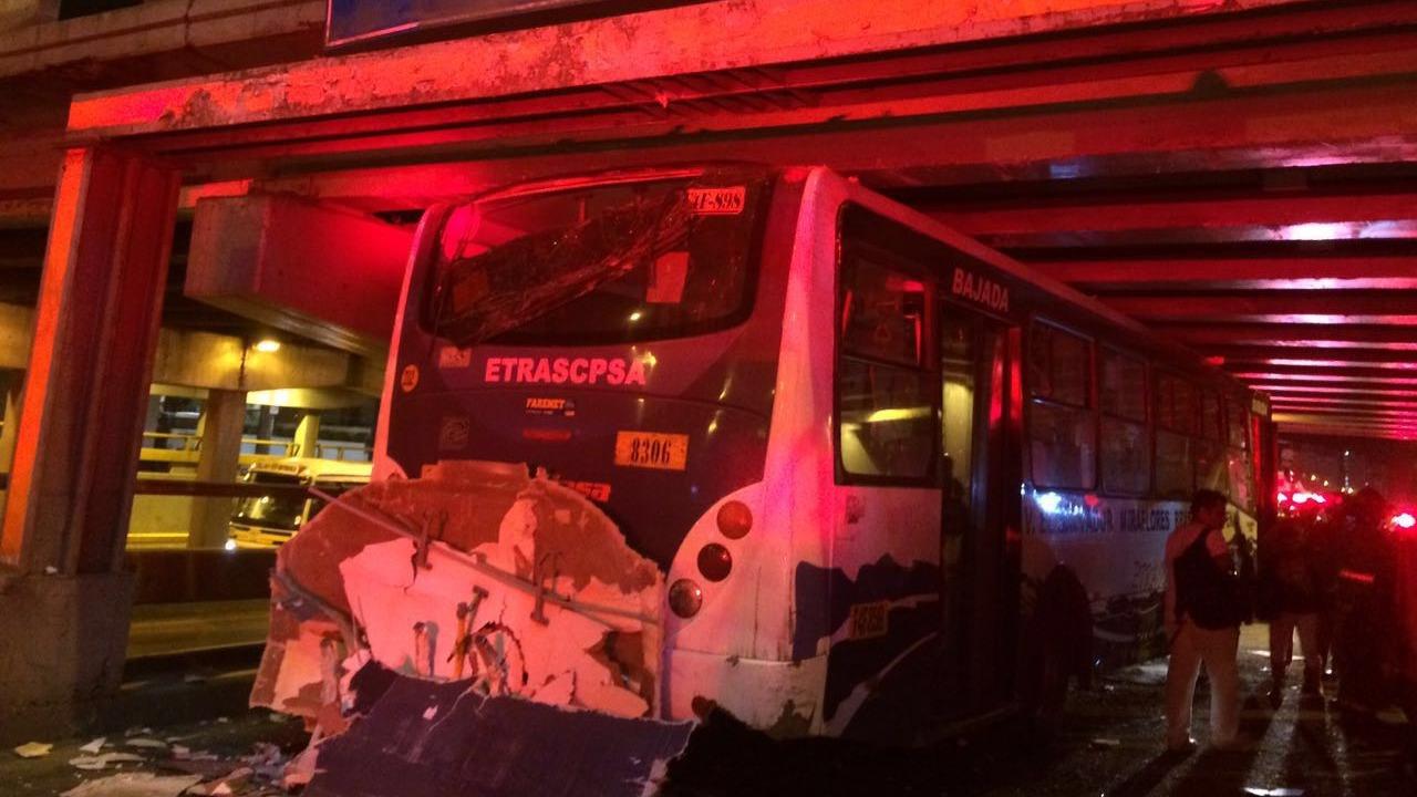 El bus ingresó a un túnel de 2.80 metros de altura, por el que solo pueden circular automóviles.