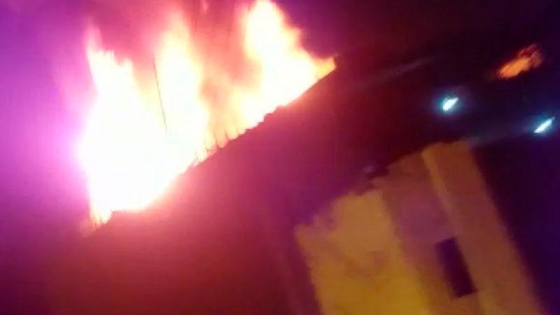 Las viviendas afectadas eran de madera y quincha, por lo que el fuego se extendió rápidamente.
