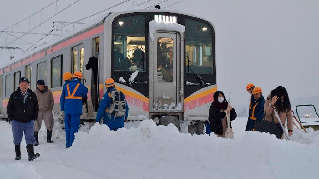Los pasajeros pasaron una noche entera atrapados en el tren