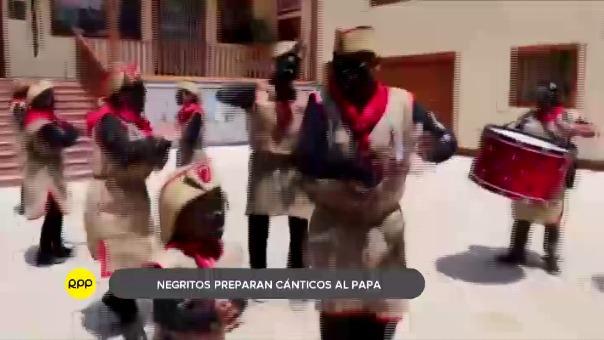 Los danzantes negritos crearon un cántico con su peculiar estilo con el fin de rendir homenaje al santo padre.