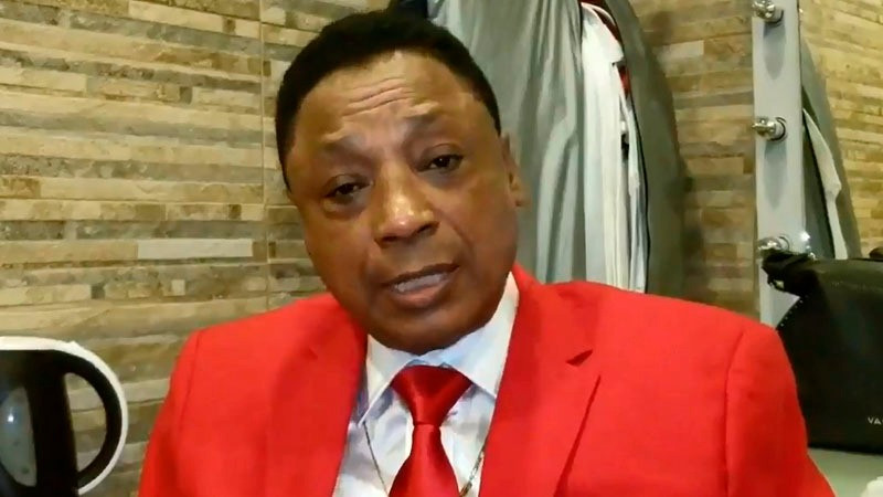 El cantante ofrecía un show en Barranco por el aniversario de Lima cuando se enteró del fallecimiento de Polo Campos.