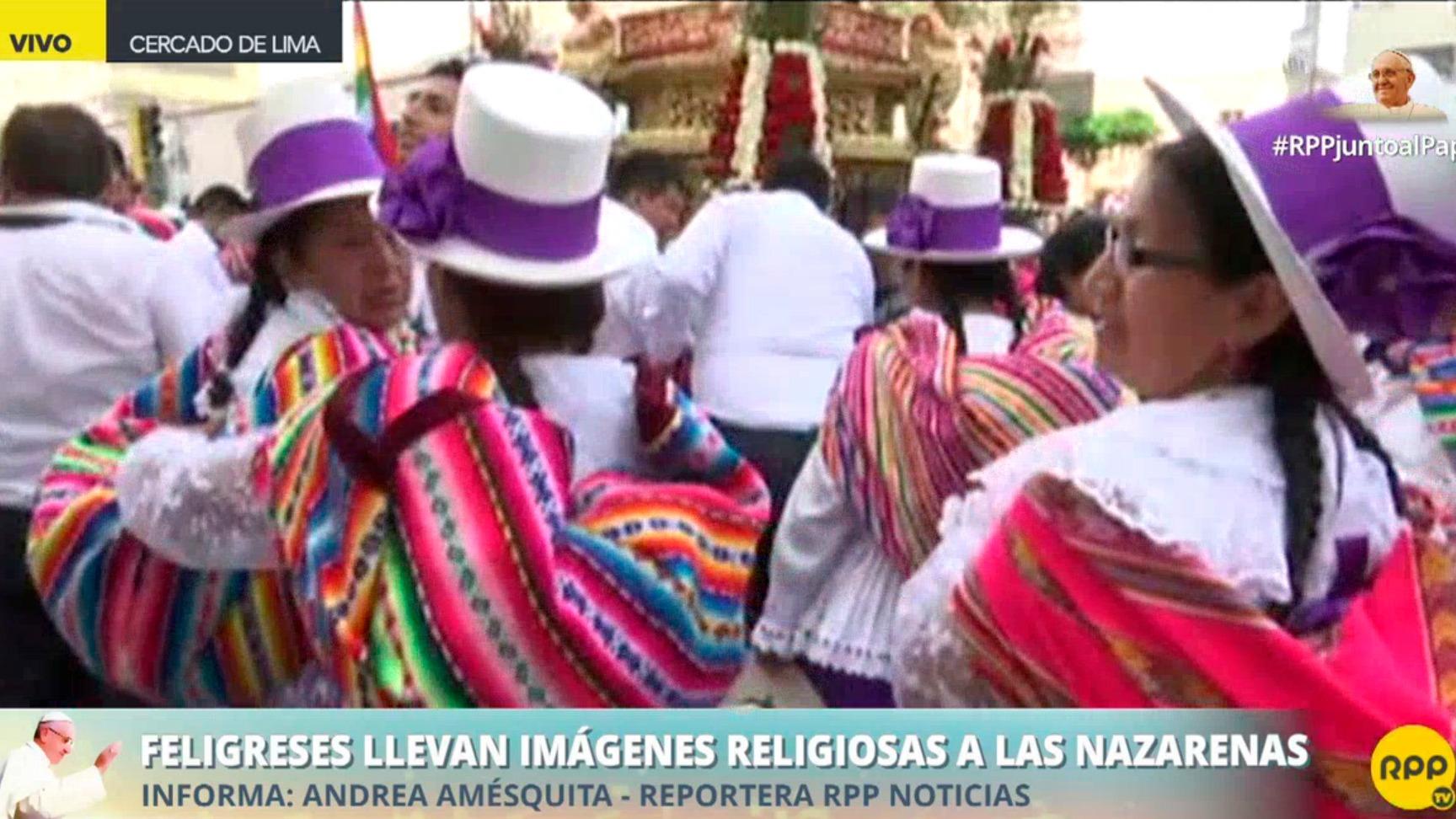 Feligreses esperan al papa en Las Nazarenas.