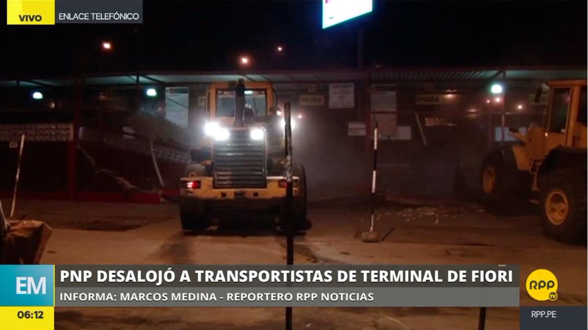 La Policía desalojó el terminal por la madrugada y luego se procedió a demolerlo.