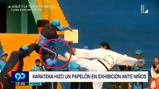 Karateca se cayó al suelo al final de su demostración.