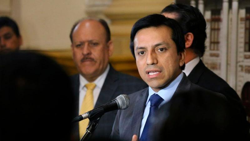 El oficialista condecoró al opositor venezolano Antonio Ledezma.