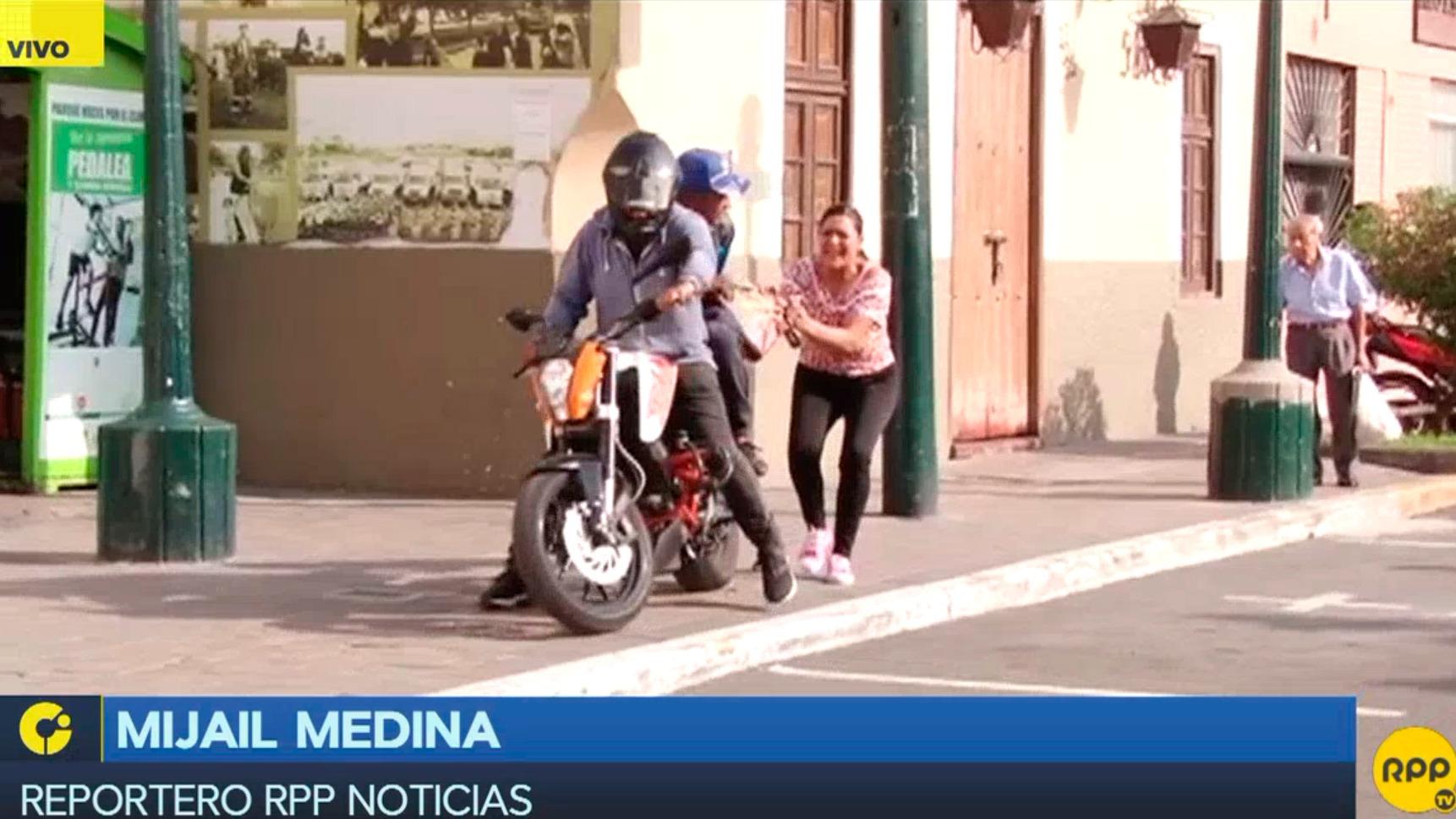 Vecinos de Surco apoyan prohibición para que dos personas viajen en moto.