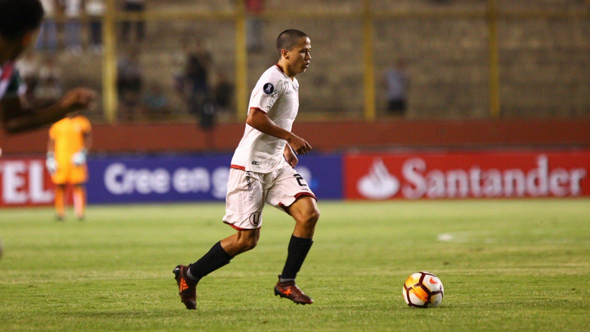 Paulo De La Cruz se desempeña como extremo derecho en el primer equipo de Universitario de Deportes.
