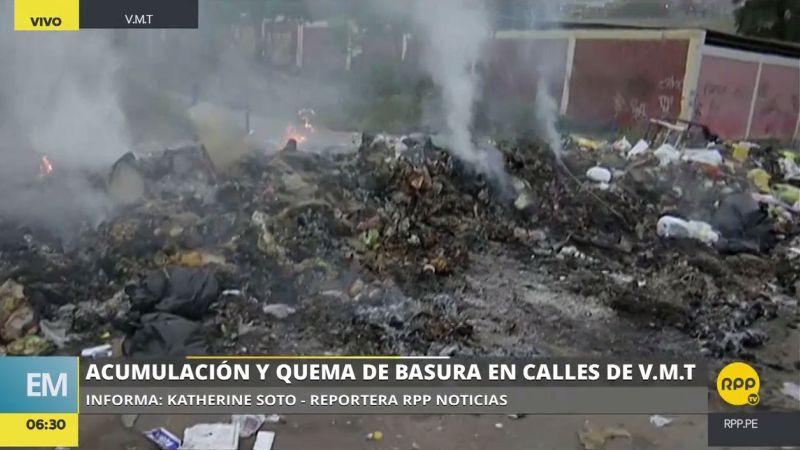 La basura acumulada en las calles es quemada por temor a que lleguen plagas y enfermedades.