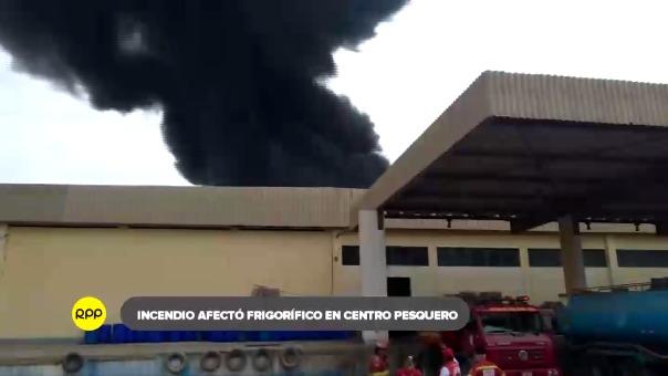 La explosión de una cámara frigorífica generó el incendio que se propaló a material inflamable cercano.