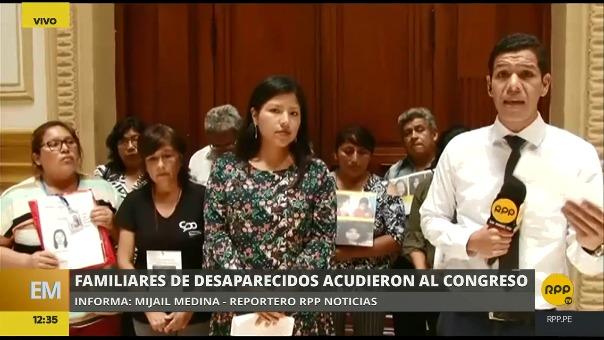 Los familiares de mujeres desaparecidas acudieron al Congreso.