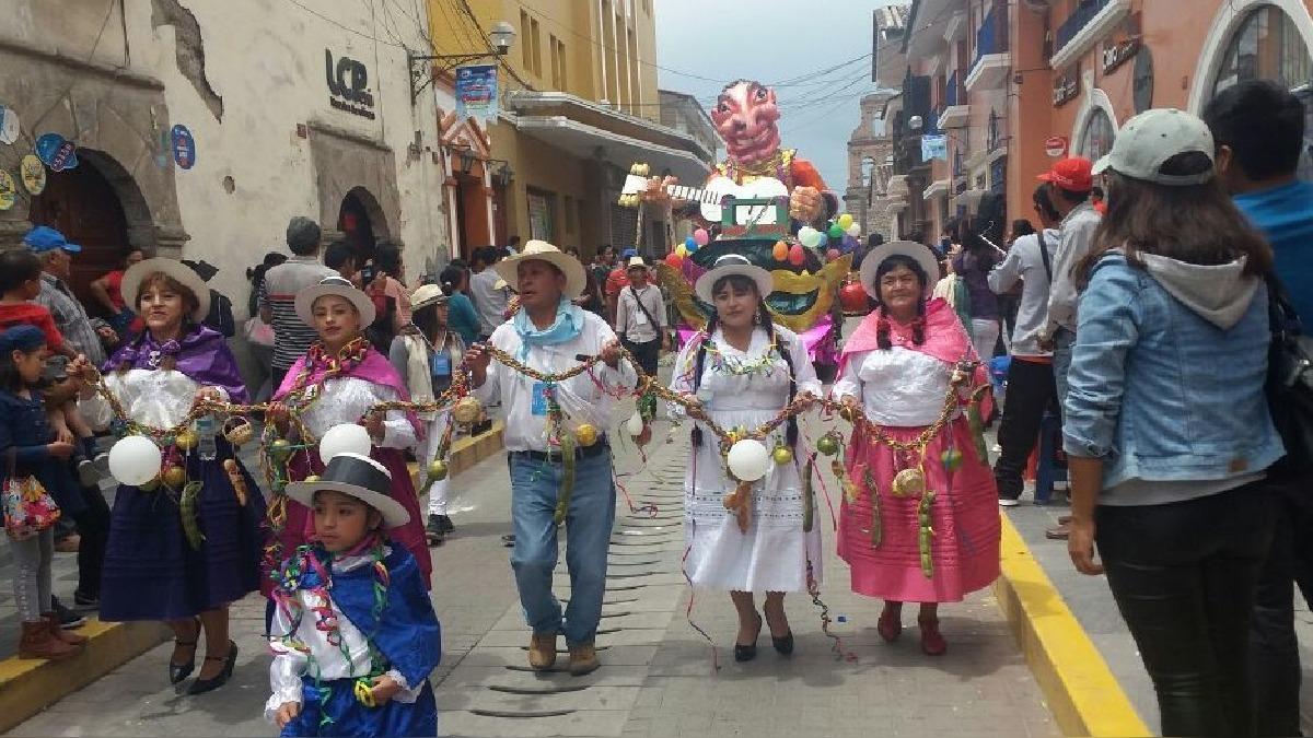 Ingreso del Ño Carnavalón en Ayacucho.