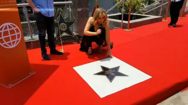 Gisela Valcárcel develó su estrella en el 'Paseo de la fama de Pachacámac'