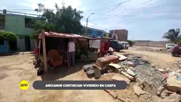 La carpa está ubicada frente a su casa que fue derribada por las lluvias