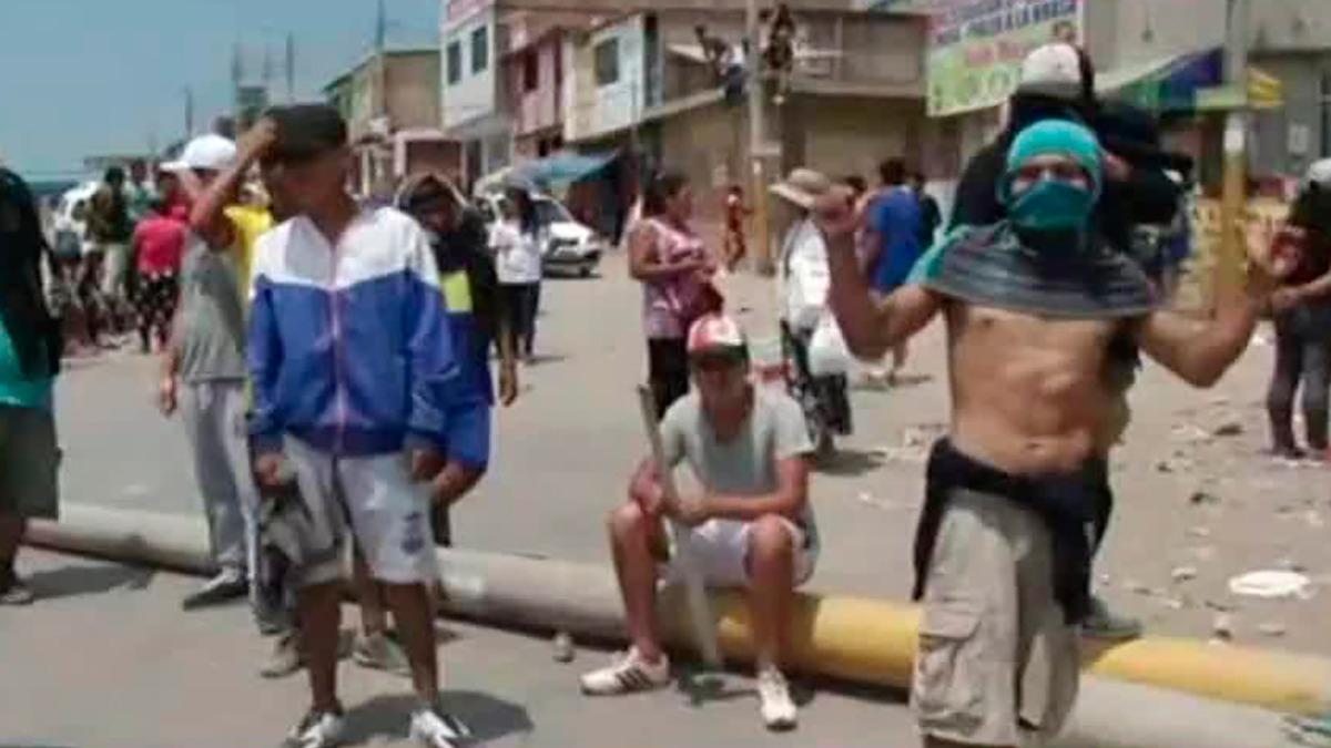 La Policía pidió tiempo a los invasores para coordinar un encuentro con las autoridades de la Municipalidad de Villa el Salvador.