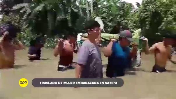 Una mujer presentaba dolores abdominales y sangrados por lo que tuvo que ser trasladada de Villa Esmeralda por personal de salud.