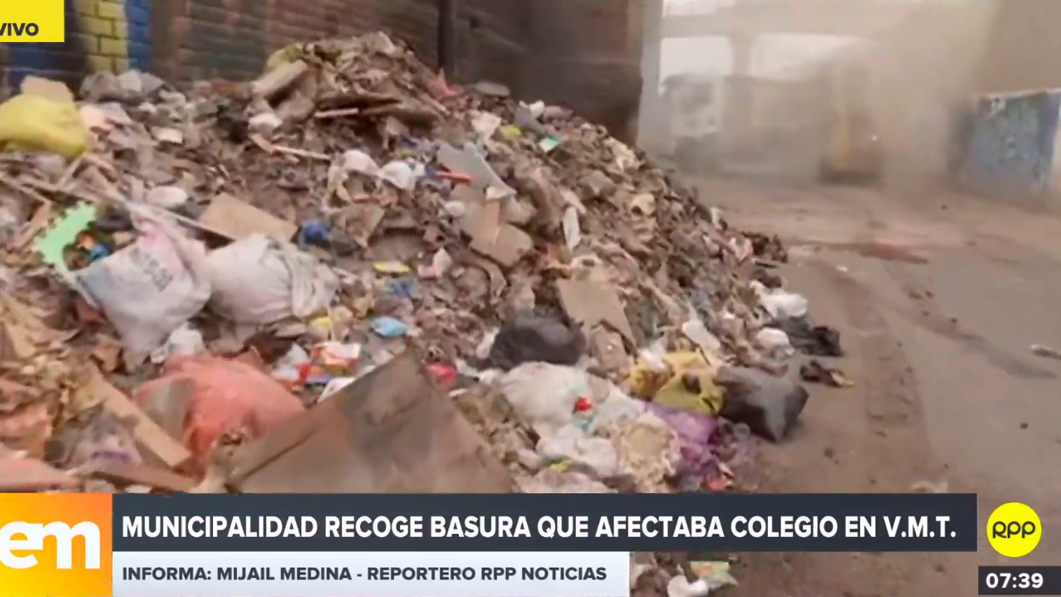 Municipalidad recoge basura que afectaba colegio en Villa María del Triunfo