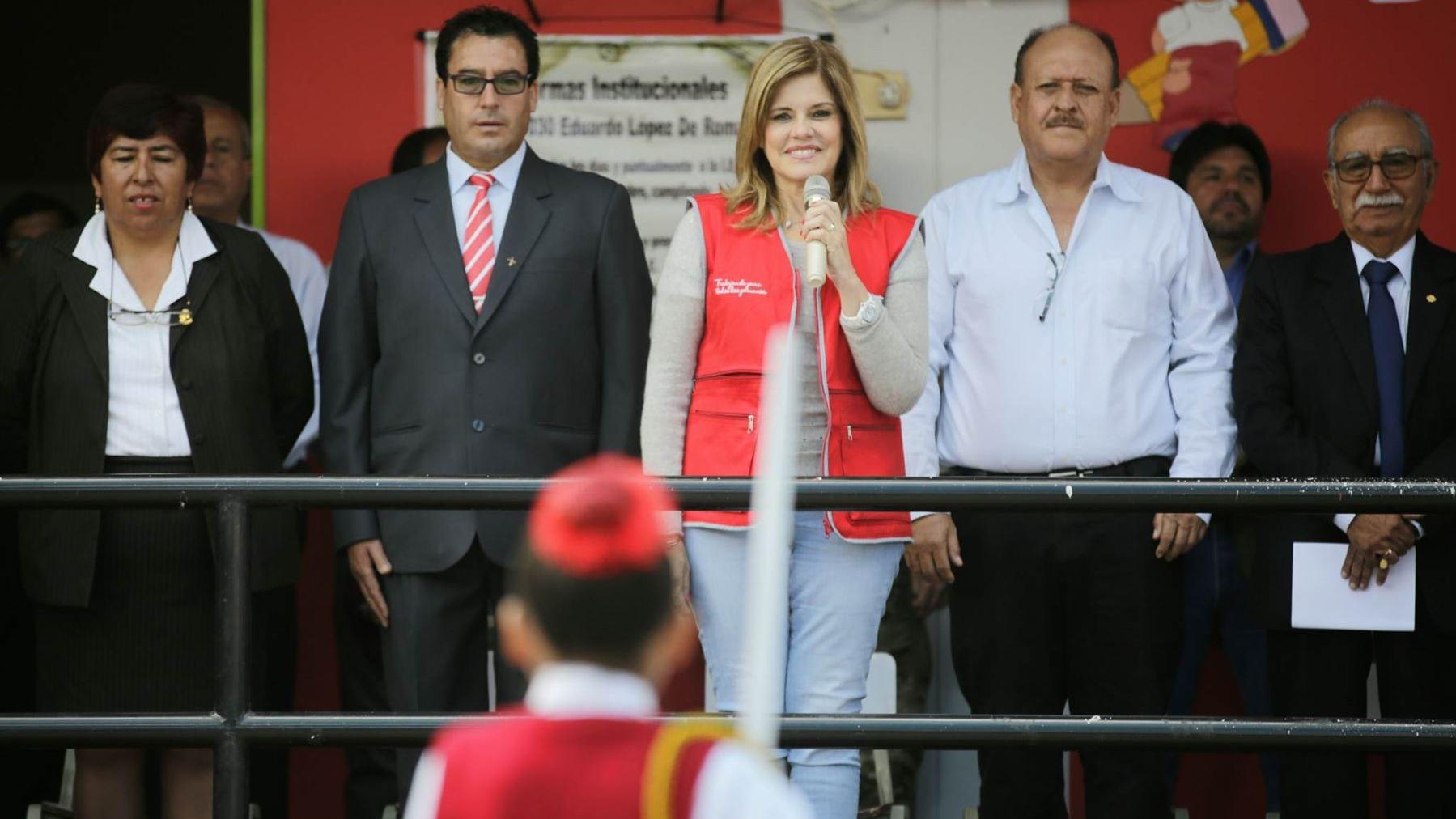 La jefa de Gabinete visitó Arequipa para supervisar el inicio del año escolar.
