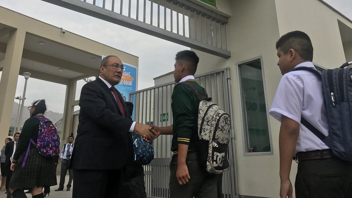 Ministros supervisaron en todo el país el inicio del buen año escolar.