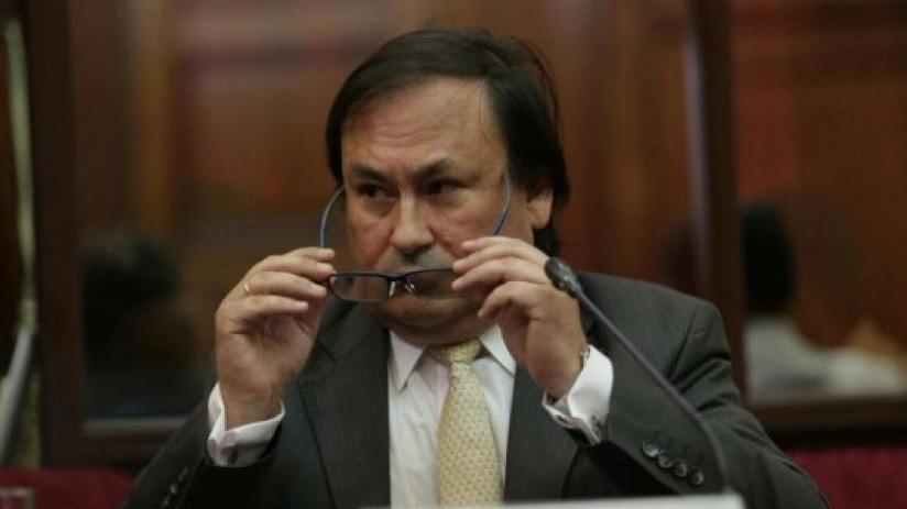 Juez Chuyo declaró fundado pedido de impedimento de salida del país del exárbitro de la Cámara de Comercio de Lima.