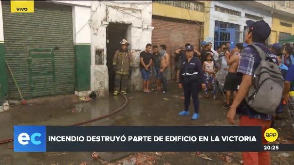 Tres familias perdieron sus pertenencias tras el incendio.