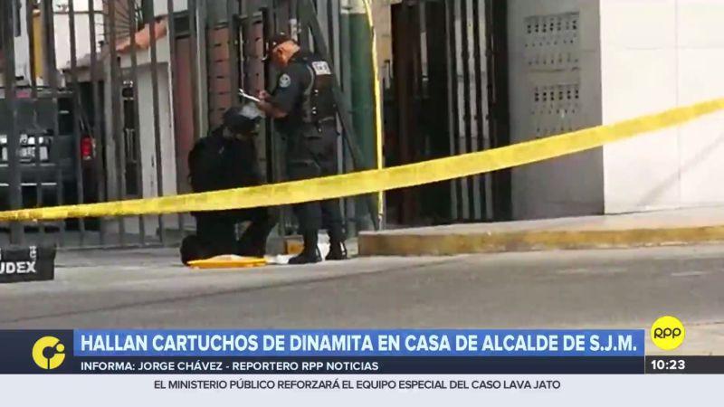 Personal de la UDEX evacuó a los vecinos mientras trabajó en la desactivación de los explosivos.