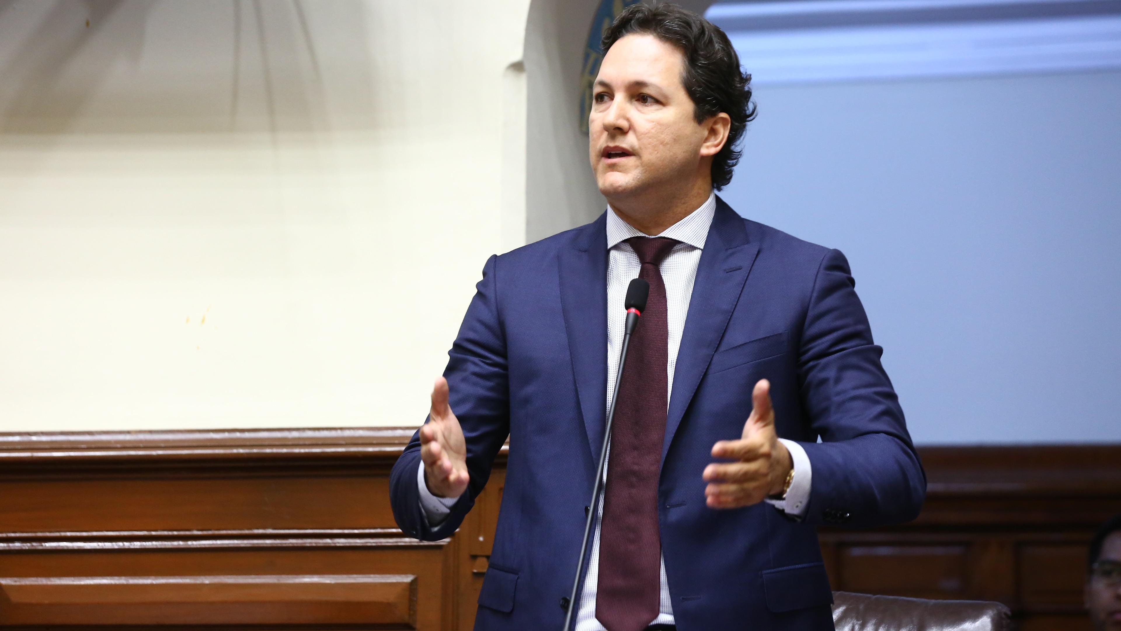 El congresista invitó al presidente a que se presente ante el Congreso para que se defienda de las acusaciones que tiene por presunta corrupción.