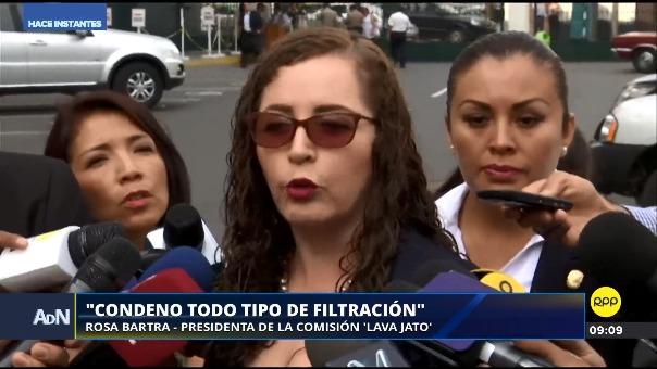 Rosa Bartra declaró ante la prensa al llegar al Congreso, de donde partió después a Palacio de Gobierno para la reunión con el presidente.