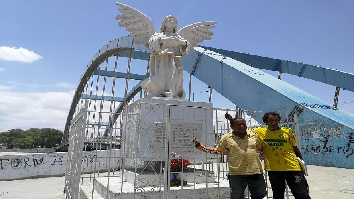 Wilmer Rojas visita cada año este monumento y agradece a Dios por haber sobrevivido a esta tragedia.