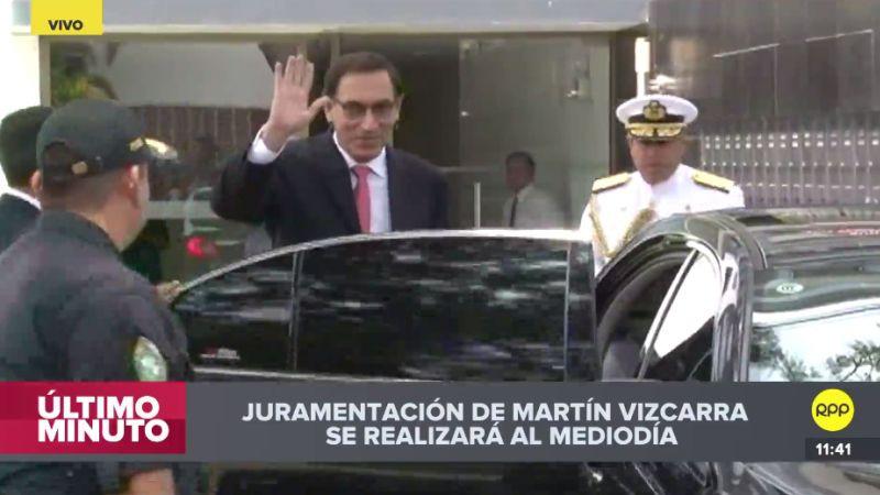 Martín Vizcarra salió de su casa bajo estrictas medidas de seguridad.