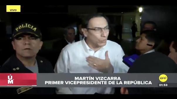 Vizcarra declaró brévemente a la prensa antes de ingresar a su vivienda.