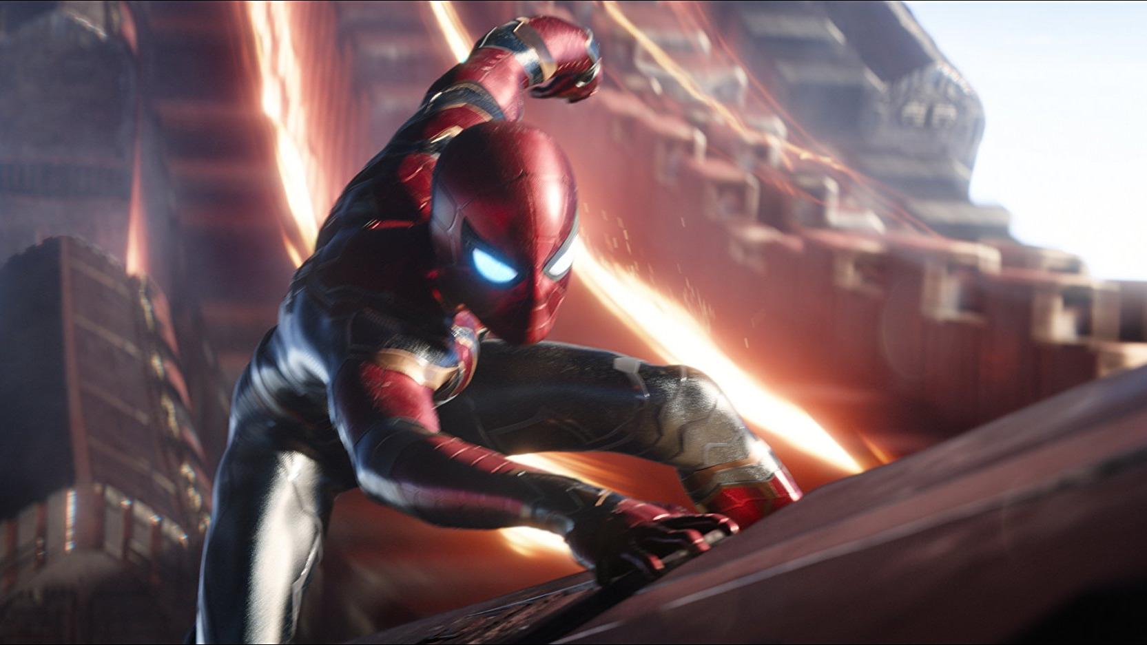 Iron Man nombra a Spider-Man como miembro oficial de los Vengadores.