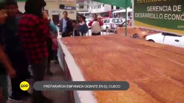 Asociación de panaderos del distrito de Santiago, realizaron la preparación del dulce tradicional de Semana Santa que midió 30 metros cuadrados