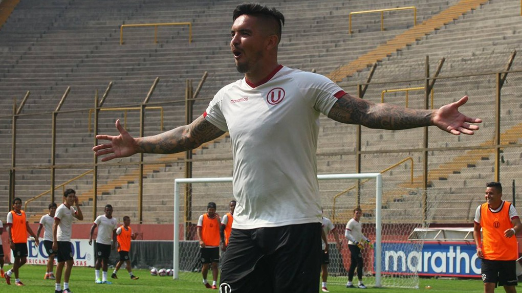 Juan Vargas debutó profesionalmente con Universitario en 2002.
