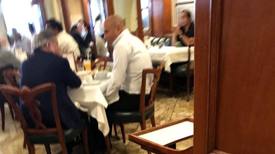 César Acuña y Joaquín Ramírez sostuvieron una reunión en un conocido restaurante.
