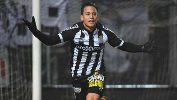 Cristian Benavente nació el 19 de mayo de 1994 en España, aunque decidió jugar por la Selección Peruana.