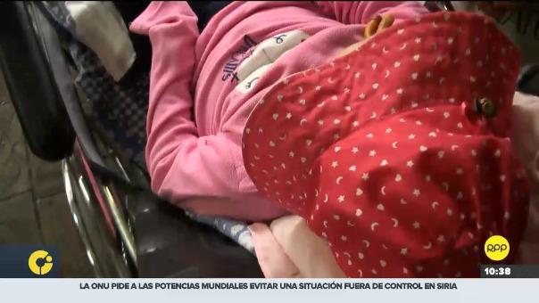 La menor asistió junto a su madre al Hospital Cayetano Heredia para su control médico.