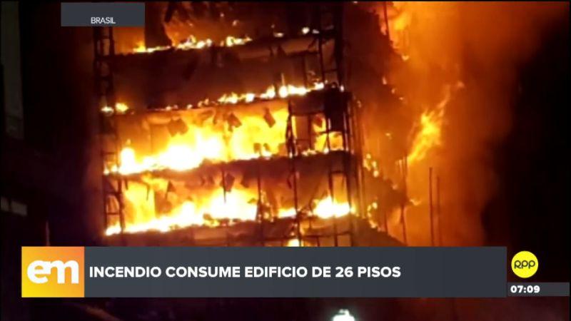 Más de 150 bomberos atendieron la emergencia.