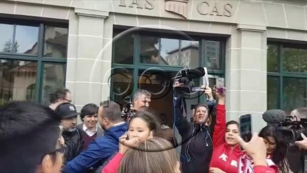 Paolo Guerrero llegó a la 1:30 am (hora peruana) al TAS.