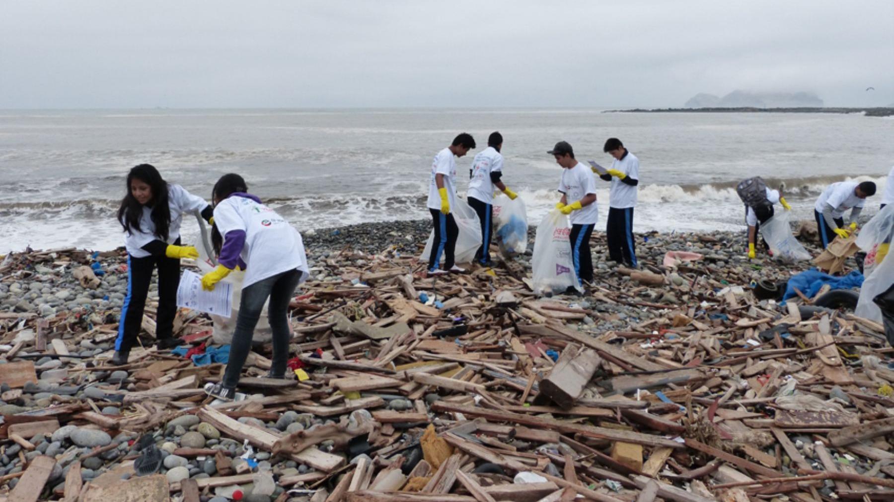 """El viceministro de Gestión Ambiental, Marcos Alegre, señaló a RPP que el fin es """"eliminar progresivamente el plástico""""."""
