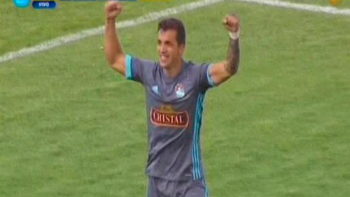 Gabriel Costa debutó futbolísticamente con el Rocha FC de Uruguay en la temporada 2011.