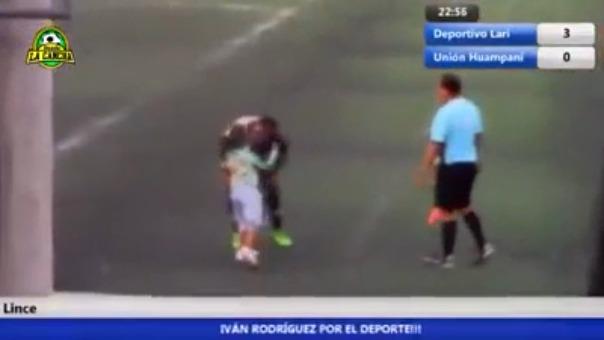 La niña se fue muy emocionada luego de celebrar el gol con su padre.
