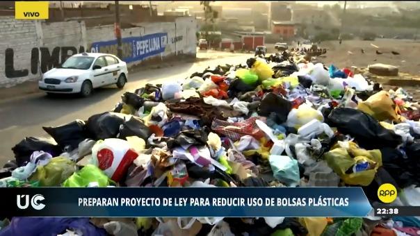 El Gobierno busca un consenso con el Congreso para aprobar una ley que reduzca el uso de bolsas de plástico.