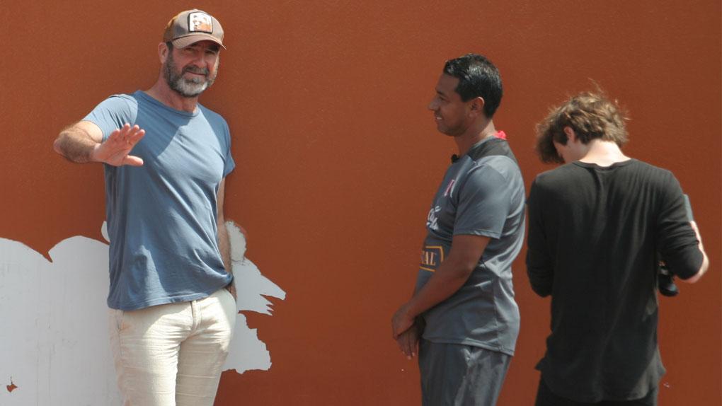 El francés Eric Cantona llegó a Perú y presenció los entrenamientos de la 'Blanquirroja'.