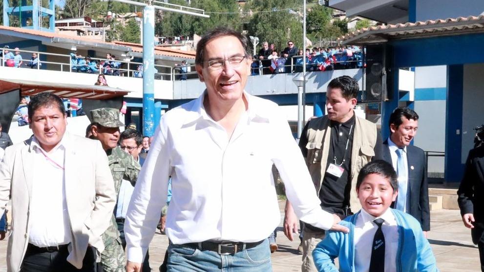 Martín Vizcarra visitió Cajamarca para inspeccionar obras de mejoramiento de colegios.