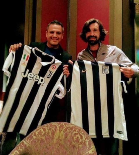 Andrea Pirlo con la camiseta de Alianza Lima.