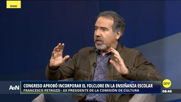 Francesco Petrozzi, ex presidnete del a Comisión de Cultura del Congreso, dijo que el quechua debería de ser una lengua obligatoria en las escuelas.