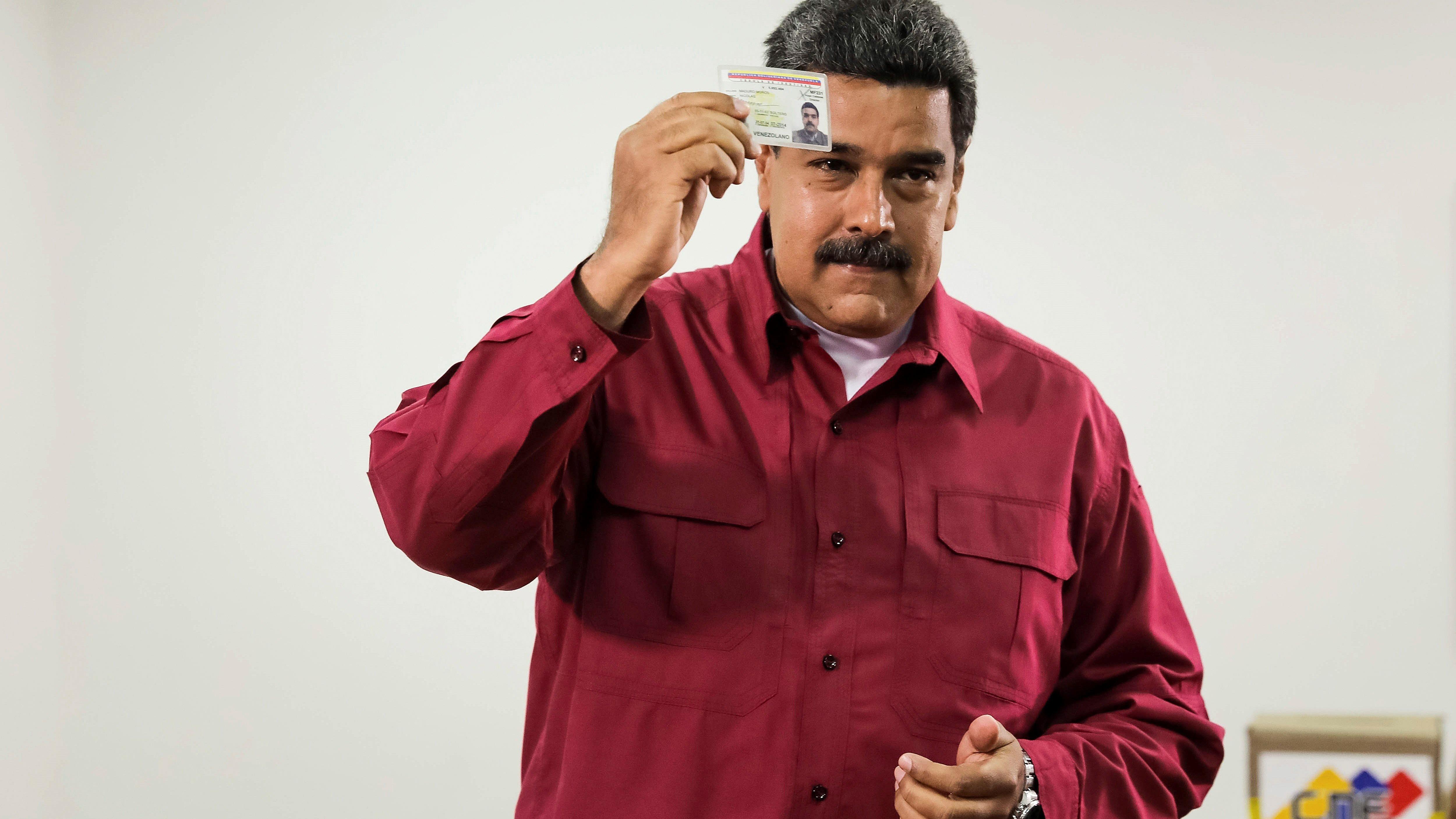 El presidente de Venezuela, Nicolás Maduro fue el primero en votar en su centro electoral en Caracas.