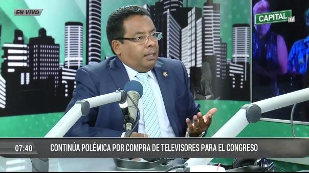 César Segura defendió el pedido de nuevos televisores.