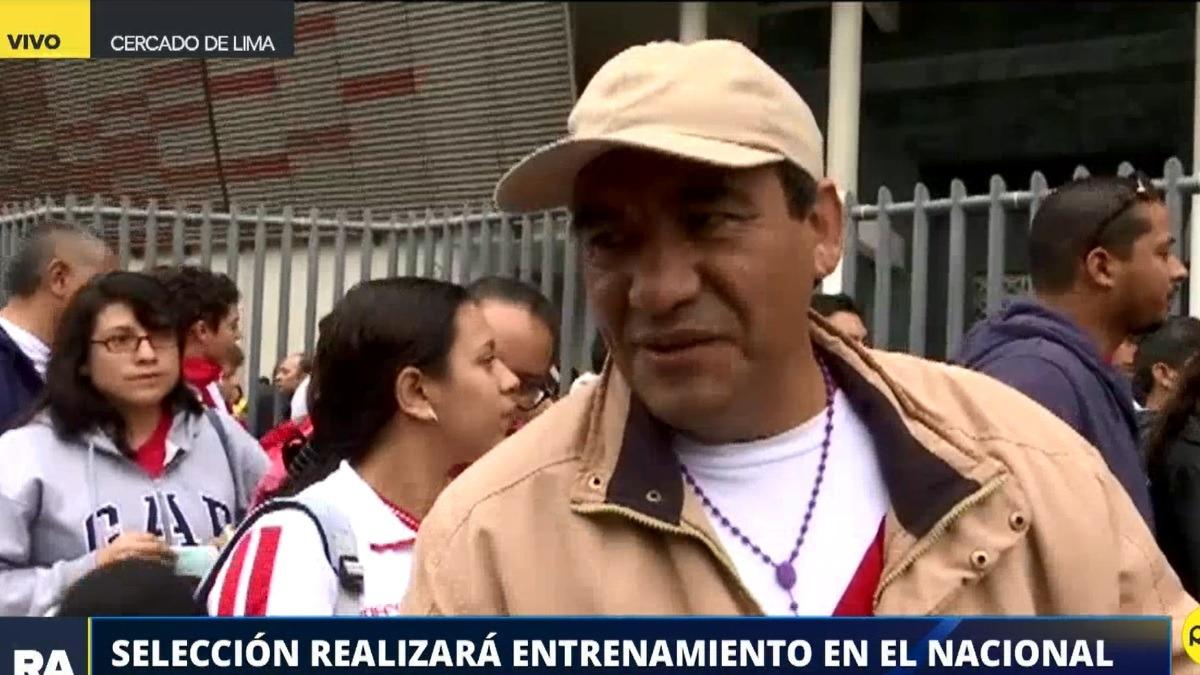 Hinchas hicieron cola afuera del Estadio Nacional.