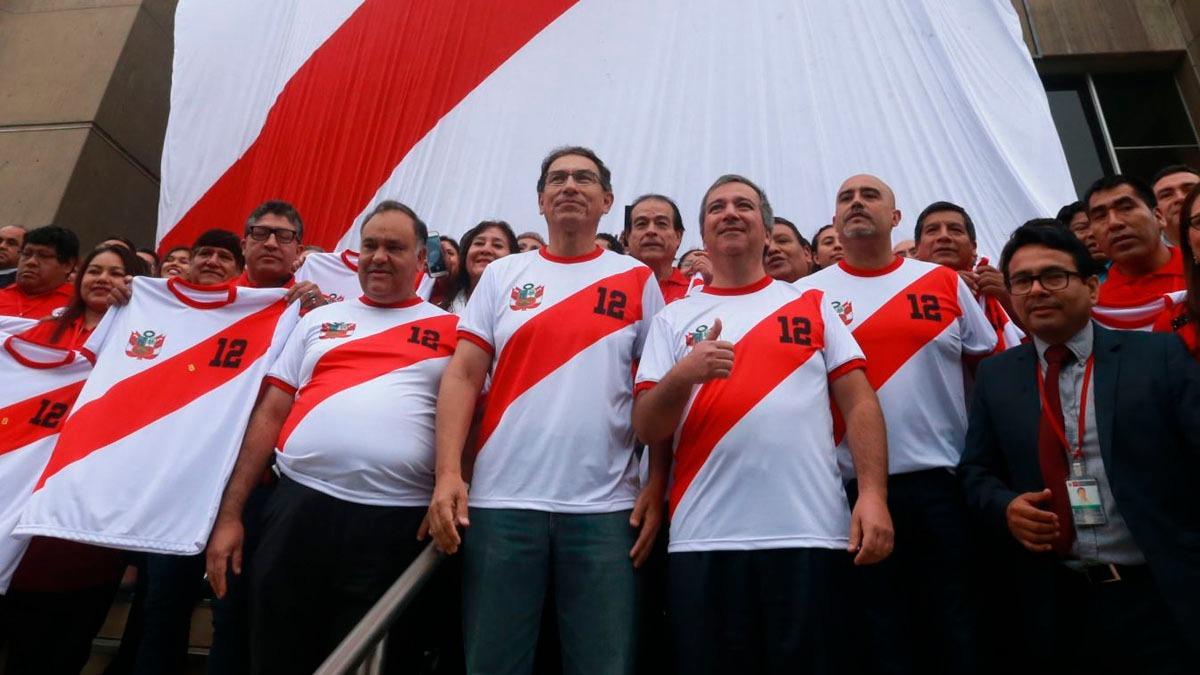 Vizcarra alentó a la Selección.